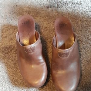 UGG brown leather studded wood mule clogs 1843